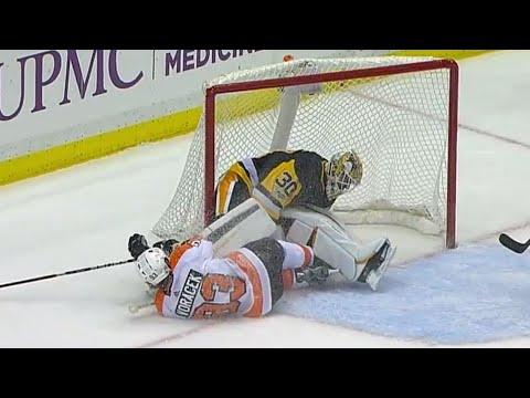 Penguins' Murray leaves game after Flyers' Voracek crashes into him