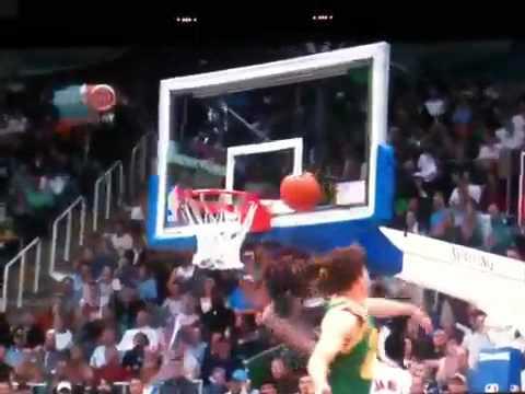 Kyle Korver chases down Lebron