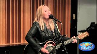 Melissa Etheridge -  No Souvenirs (Live on KFOG Radio)