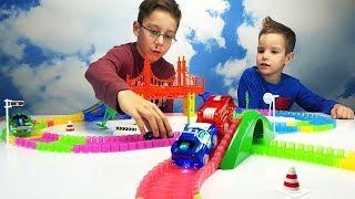 Играем в МАШИНКИ  Гонки на машинках  Меджик трек  Светящиеся машинки  Развивающая игрушка