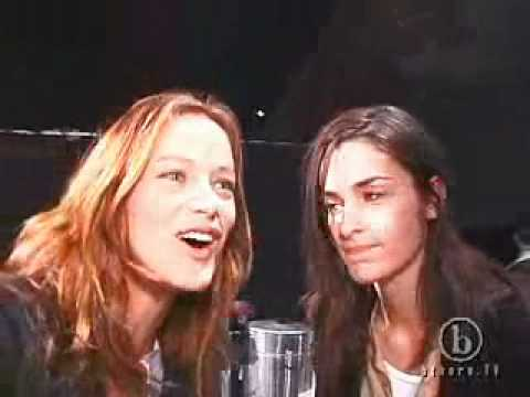 Model Minute - Carolyn Murphy & Amanda Moore