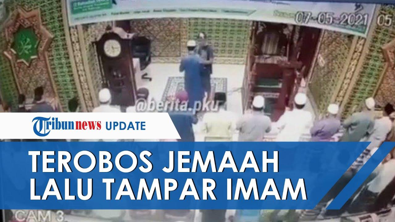 Viral Video Rekaman CCTV Imam Masjid Ditampar saat Salat Subuh Berjamaah, Pelaku Terobos Barisan Saf
