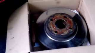 Toyota Corolla - замена передних тормозных колодок и тормозных дисков