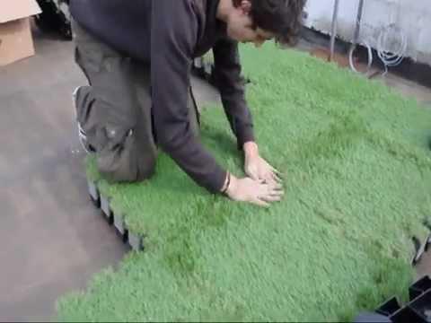 Installation gazon synthetique roofingreen nature youtube for Prezzi roofingreen