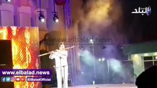 بالفيديو ..عازف صينى يبهر الجمهور المصرى بساحة الهناجر