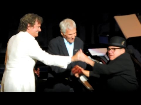 Burt Bacharach, BJ Thomas & Danny DeVito Live 2015 - Raindrops Keep Fallin' On My Head