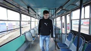 Мужчина - водитель трамвая