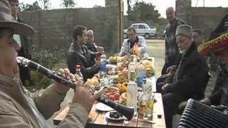 Kelin_Kavesi - Видео из Евпатории - Chirchikago.com(Сейтхаль (аккордион), Ришат (кларнет), и Хайсер (перкуссия), 2011-01-30T14:57:12.000Z)