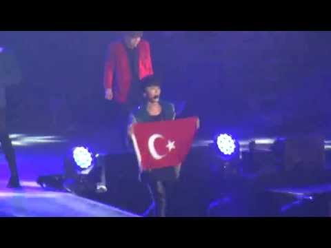 [HD] 130907 Super Junior in Istanbul for Music Bank (Donghae kiss Turkish Flag)