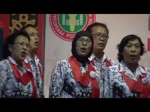 Juara 1 Tingkat Kota Yogyakarta. Lomba Koor PGRI 2016
