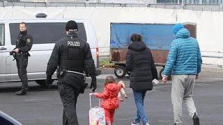 Alemania:Embarazada deportada + deportación masima   Bellisssimaa2TV