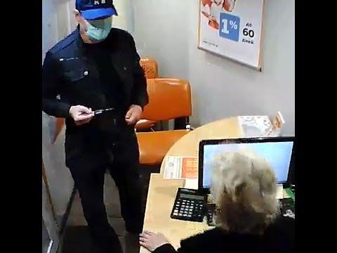 Мужчина в маске со шприцем пытался ограбить офис микрозайма   72.ru