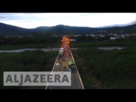 Venezuela: Thousands cross bridge into Colombia for better opportunities