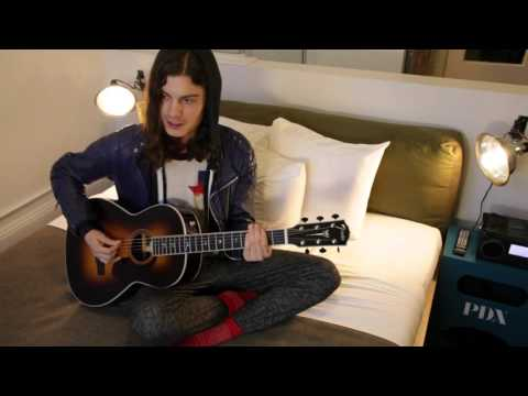 BØRNS performs