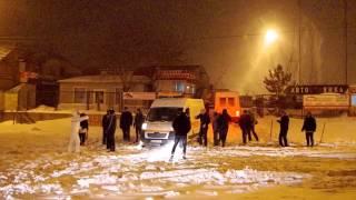 Застрявшая в снегу скорая(Это видео создано с помощью видеоредактора YouTube (http://www.youtube.com/editor), 2014-12-29T21:05:00.000Z)