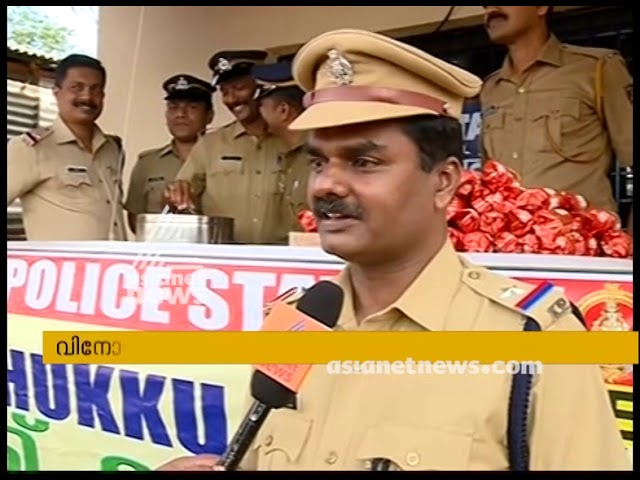 Police serving Chukku Kappi to devotees at Nilakkal