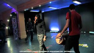 "Punjab2000.com - Garry Sandhu singing ""Din Raat"" with RoachKilla Live [HD] Britasia 2011 Video Mix"