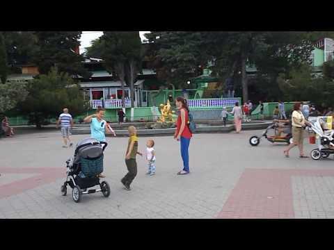 Крым. Алушта сегодня вечером (09.06.2017) - пляжи и набережная
