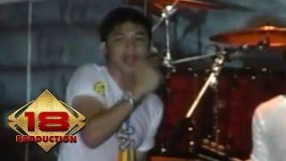 UNGU - Bayang Semu (Live Konser Salam Lebaran - Surabaya 18 Oktober 2007)