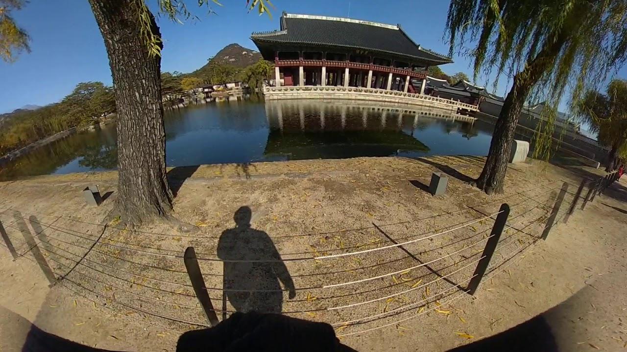 Walk through the palace in Korea, Gyeonghoeru.