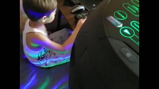 Юный DJ подражает папе. Так, что замена есть)