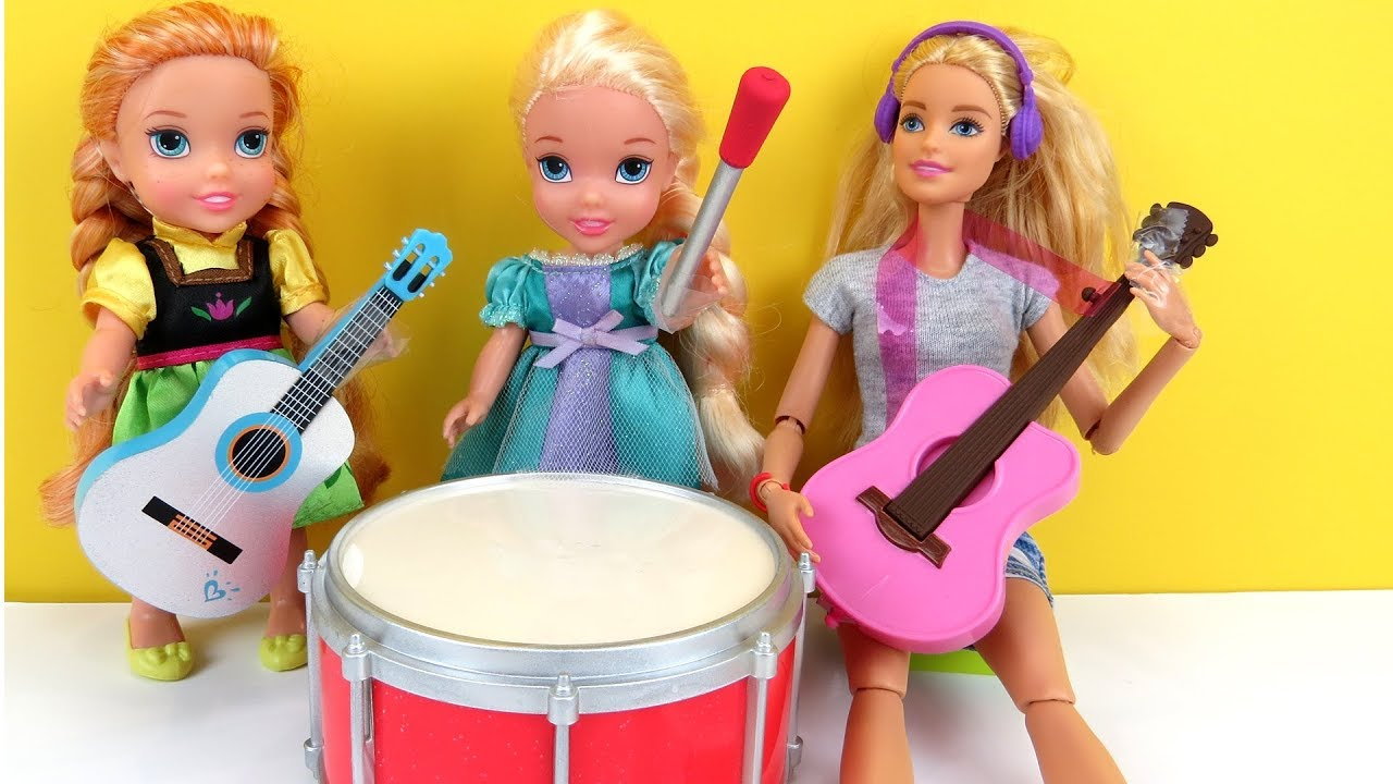 MUSIC class ! Elsa and Anna toddlers play musical instruments at school with teacher Barbie