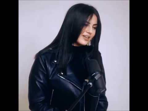 Красивая девушка поёт популярные песни #5