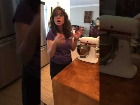 Cooking with Miss Ronni - Mango Cake