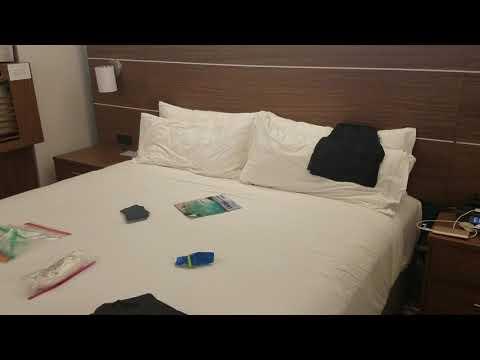 King Room @ Holiday Inn Express - Waikiki - Honolulu, Hawaii (Oahu)