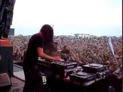 aksi dj di musik metal...gokil