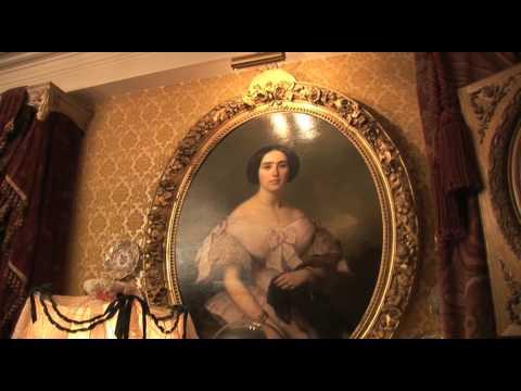 Visite d'un appartement Napoleon III sur la Riviera - Un decor de maison close de la Belle Epoque!