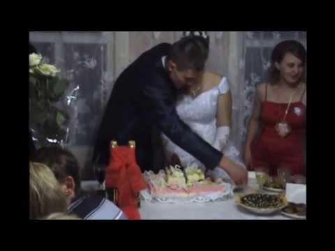 свадебное поедание торта
