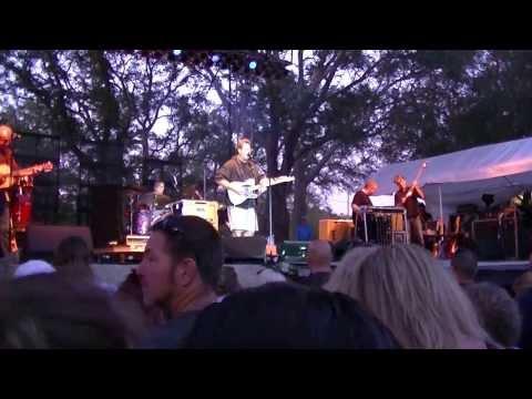 mullet festival vince gill preforming