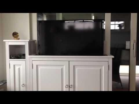 Handbyggd TV-möbel med TV-hiss levererad av oss. - YouTube