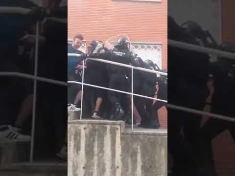 Mossos y Guardia Civil llegan a las manos en Sant Joan de Vilatorrada.