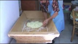 Lucania la signora Annamaria spiega come si fa il pane in casa