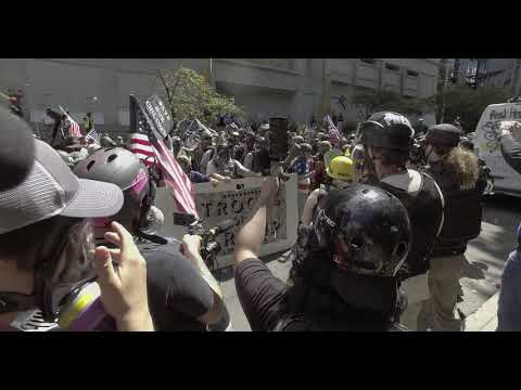 Download Pro police/nationalist groups attack Portland protesters