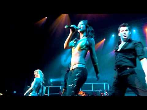 Girls.Aloud.-.02.-.[Here.We.Go].Live.WWTNS.Tour.2005.