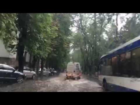 Strada Bănulescu-Bodoni, inundată