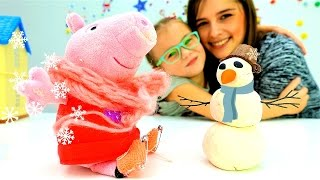 Игры для детей. #СвинкаПеппа гуляет Зимой. #Снеговик, Коньки и #Горка. Дети и родители Зимние забавы(Игры для детей зимой. Зимние забавы Свинки Пеппы. Наконец наступила снежная зима, но #СвинкаПеппа почему..., 2016-11-28T07:47:29.000Z)