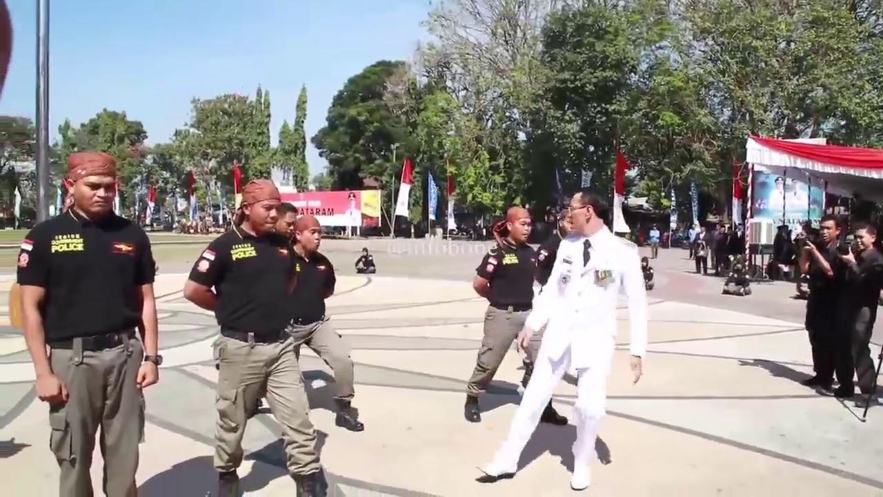 Viral, Wali Kota Mataram Tendang Anggota Satpol PP - YouTube