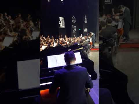 Аавынхаа зохиосныг хүү нь төгөлдөр хуураар, охин нь оркестроос морин хуураар тоглож байна
