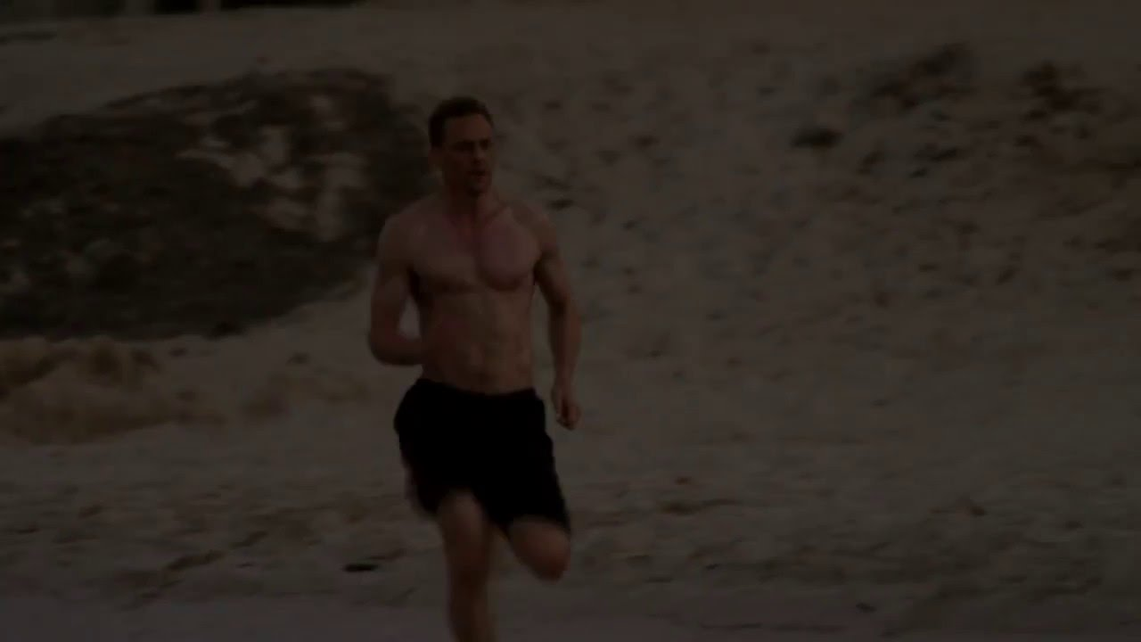 Download Tom Hiddleston running (The Night Manager)