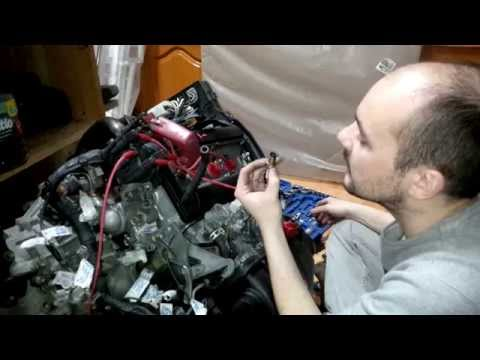 Quick visual inspection of the Toyota 4AGE 20 valve blacktop engine