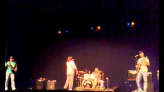 I Want To Hold Your Hand ao vivo no Yeatro em Paraguaçu