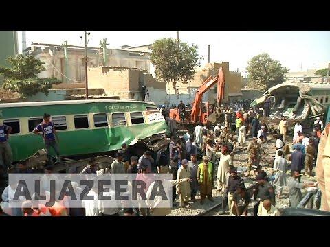 Dozens killed in Pakistan train collision