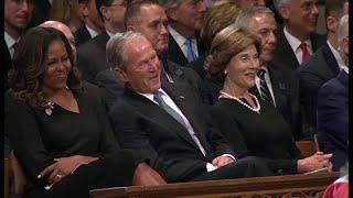 オバマ氏弔辞 最後に笑ったのは故マケイン氏と