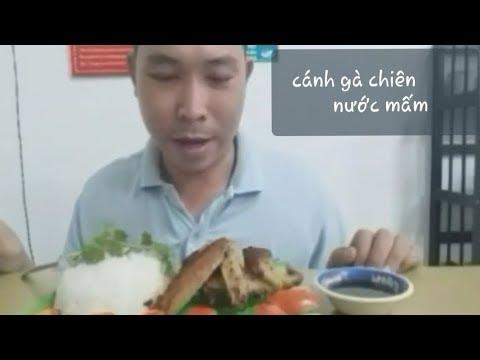 Cánh gà chiên nước mắm ăn với cơm trắng