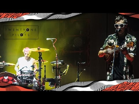 TWENTY ONE PILOTS | Live on Assago Forum Milano | #ERS2016 |-/