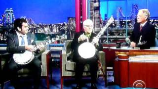 Noam Pikelny & Steve Martin play Duelling Banjos on Letterma...